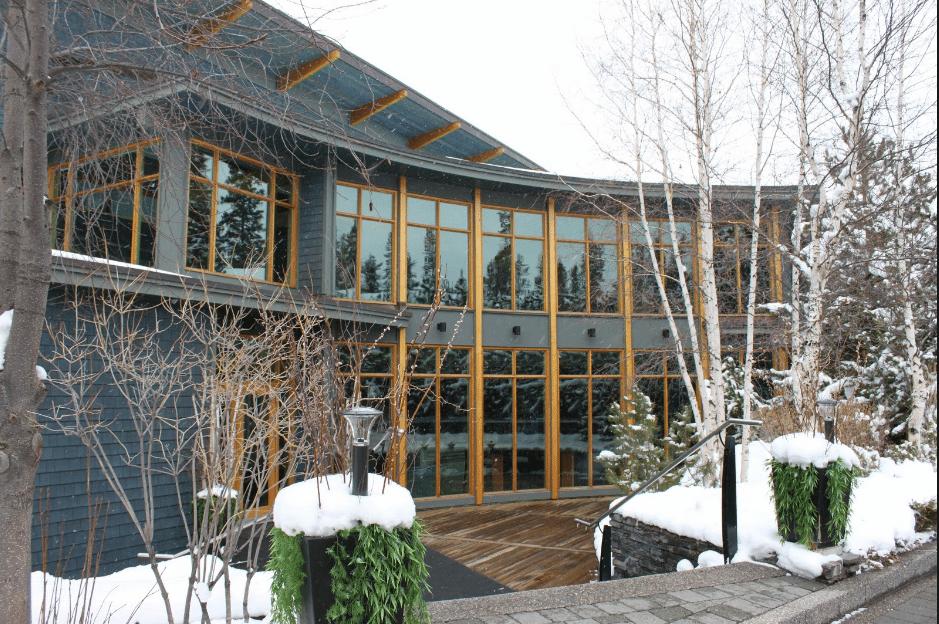 3. Azuridge Estate Hotel -