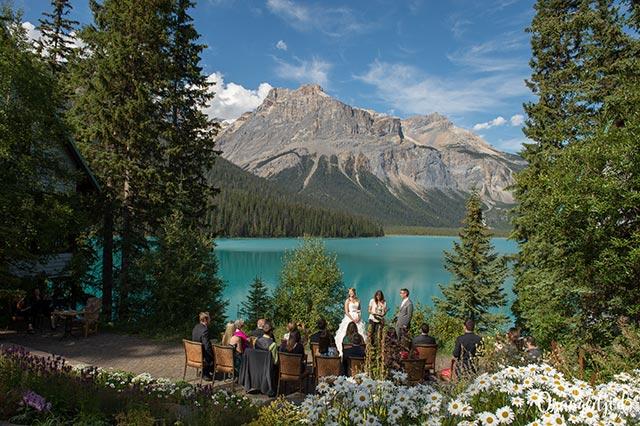 6.Emerald Lake Lodge -