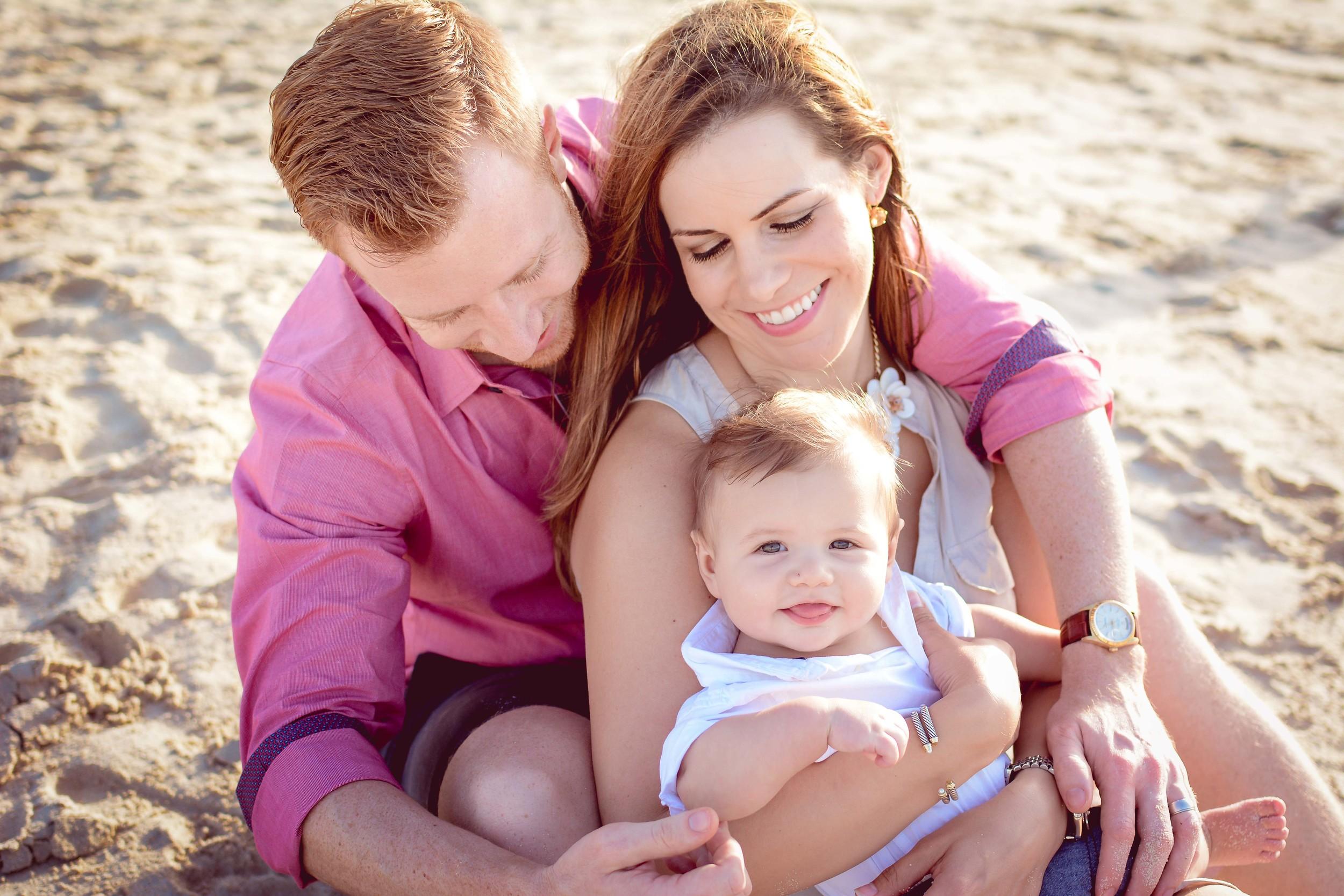 Lana Photographs Family Photographer Dubai Top Family Photographers family hugging at the beach