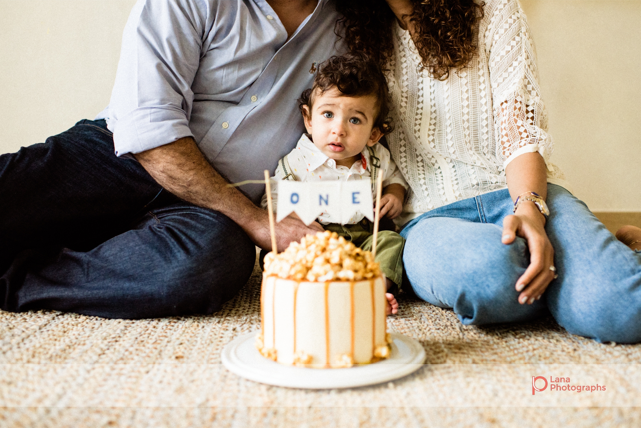 Dubai Cake Smash one year old baby poses with parents and birthday cake