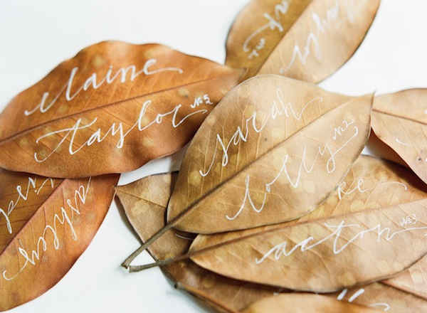 I love this natural leaf place card look!