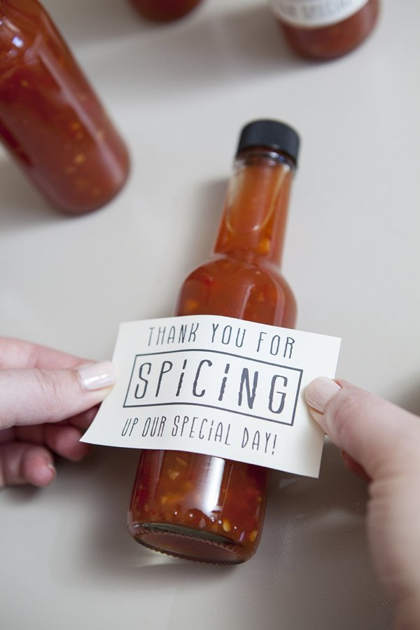 Hot-Sauce-Wedding-Favors.jpg