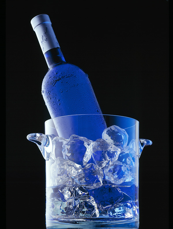 Blue-wine-on-ice.jpg