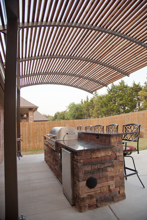 Steel Shade 2-Post Cantilever Pergola
