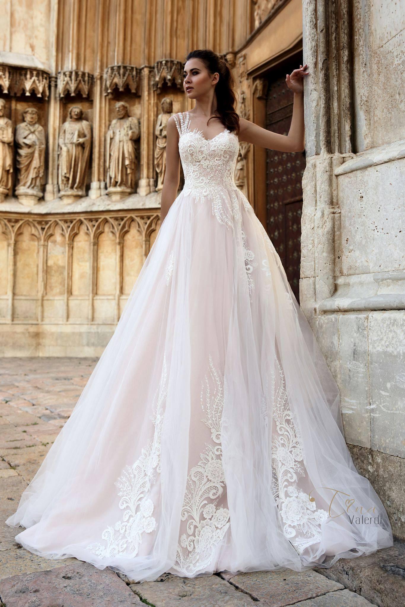 Wedding dress $700, size 6
