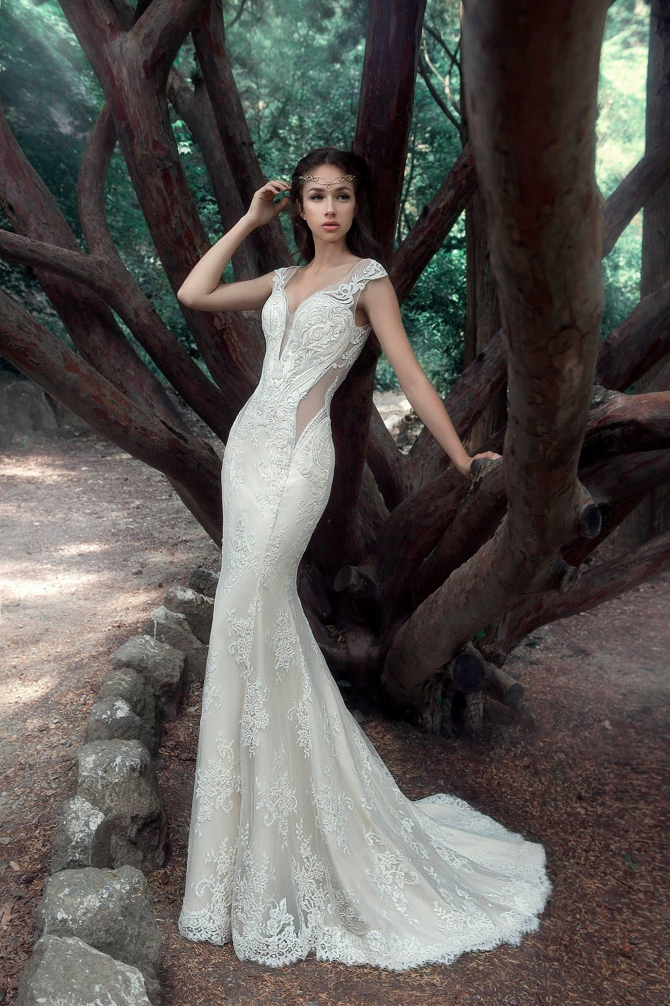 Wedding dress $600, size 6-8