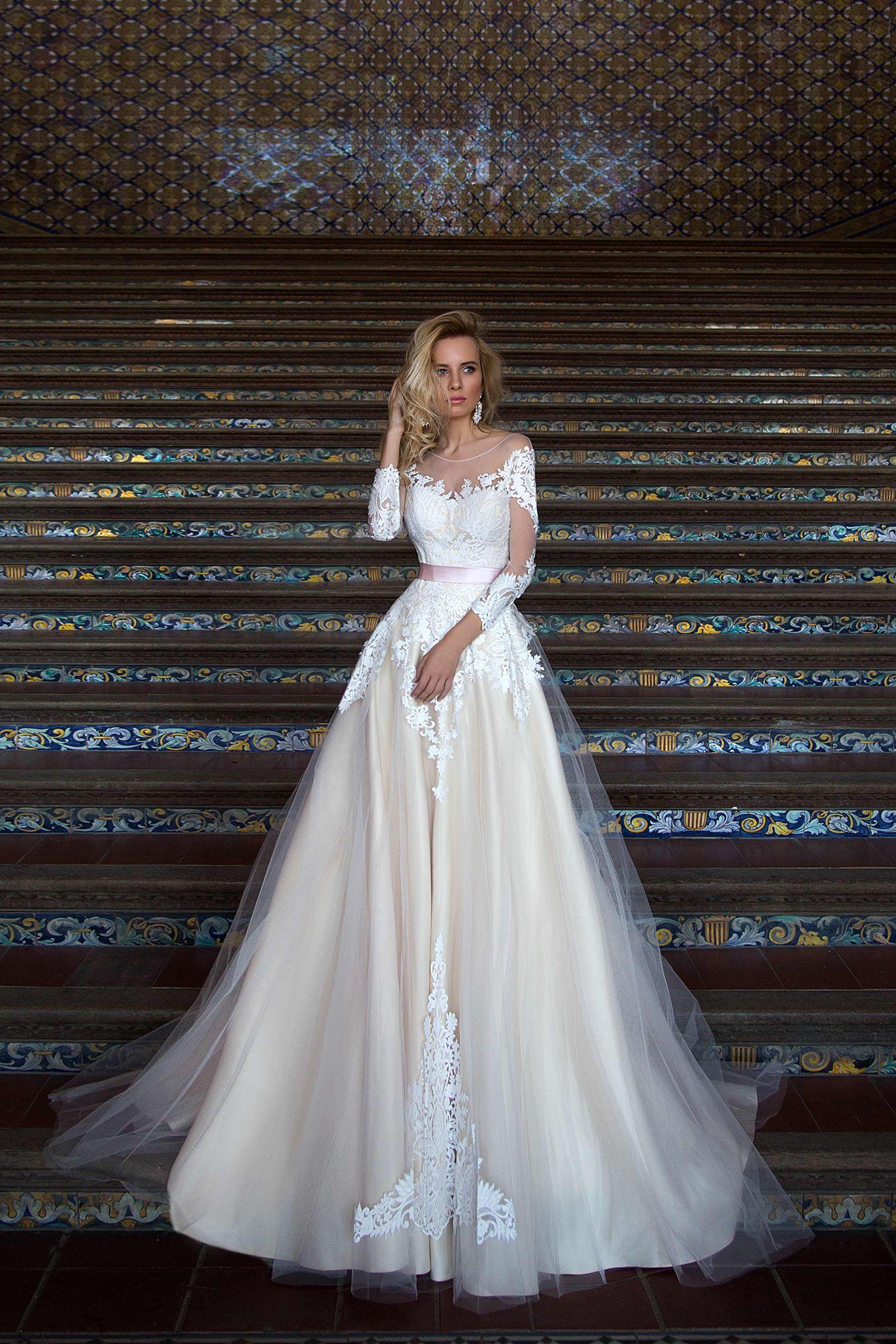 Wedding dress $600,size 6-8
