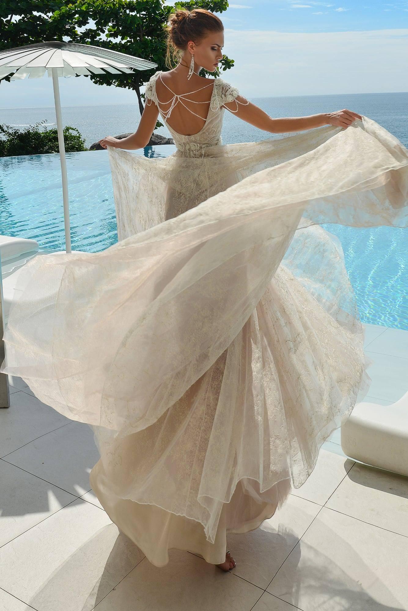 Wedding dress $300, size 6, White Color