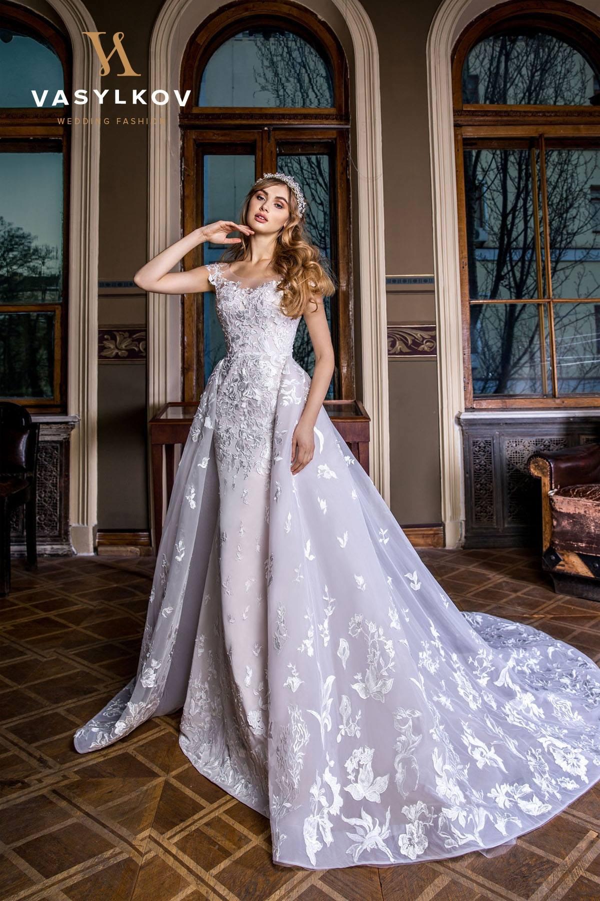Wedding dress $400, size 6-8