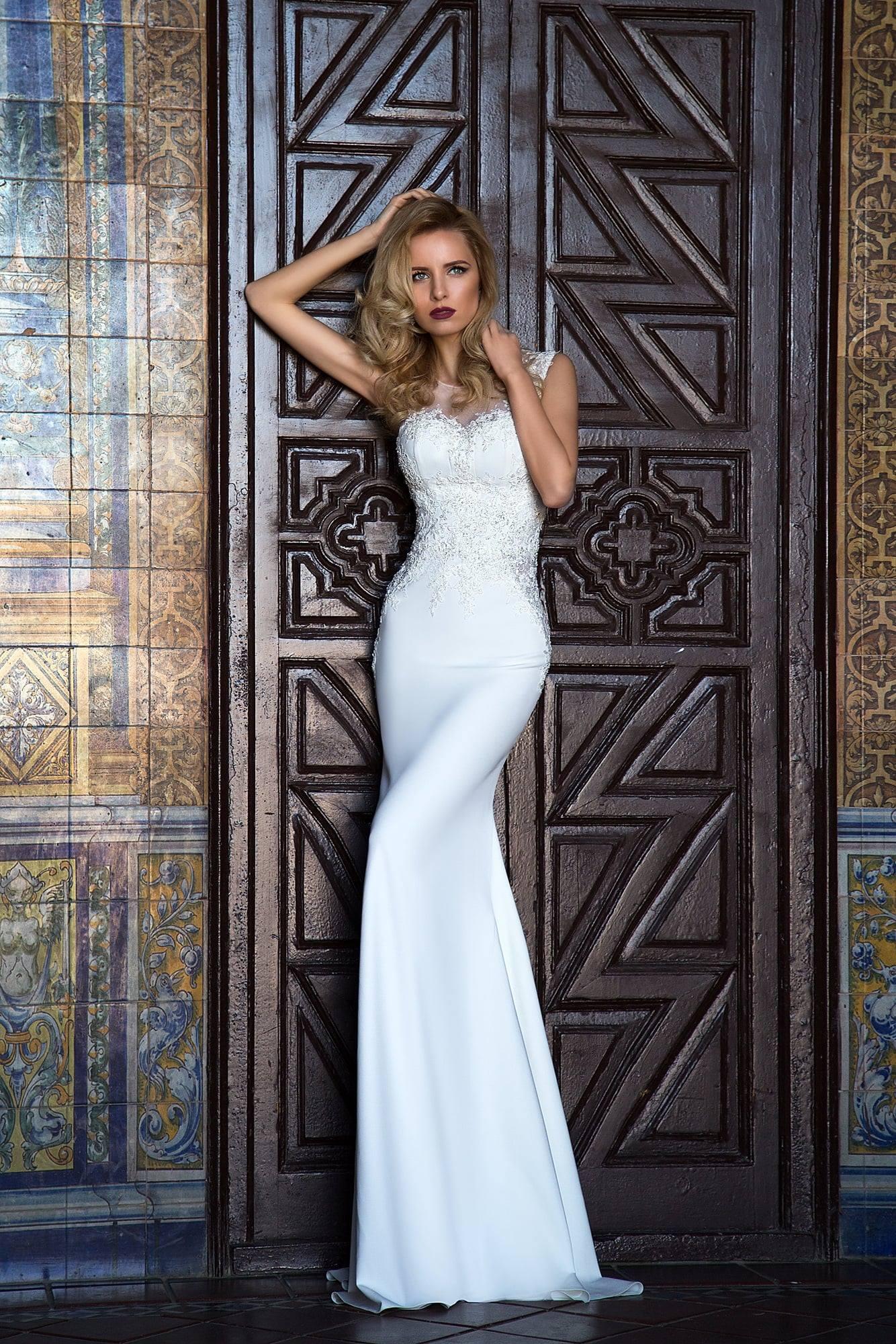 Wedding dress $300, size 6
