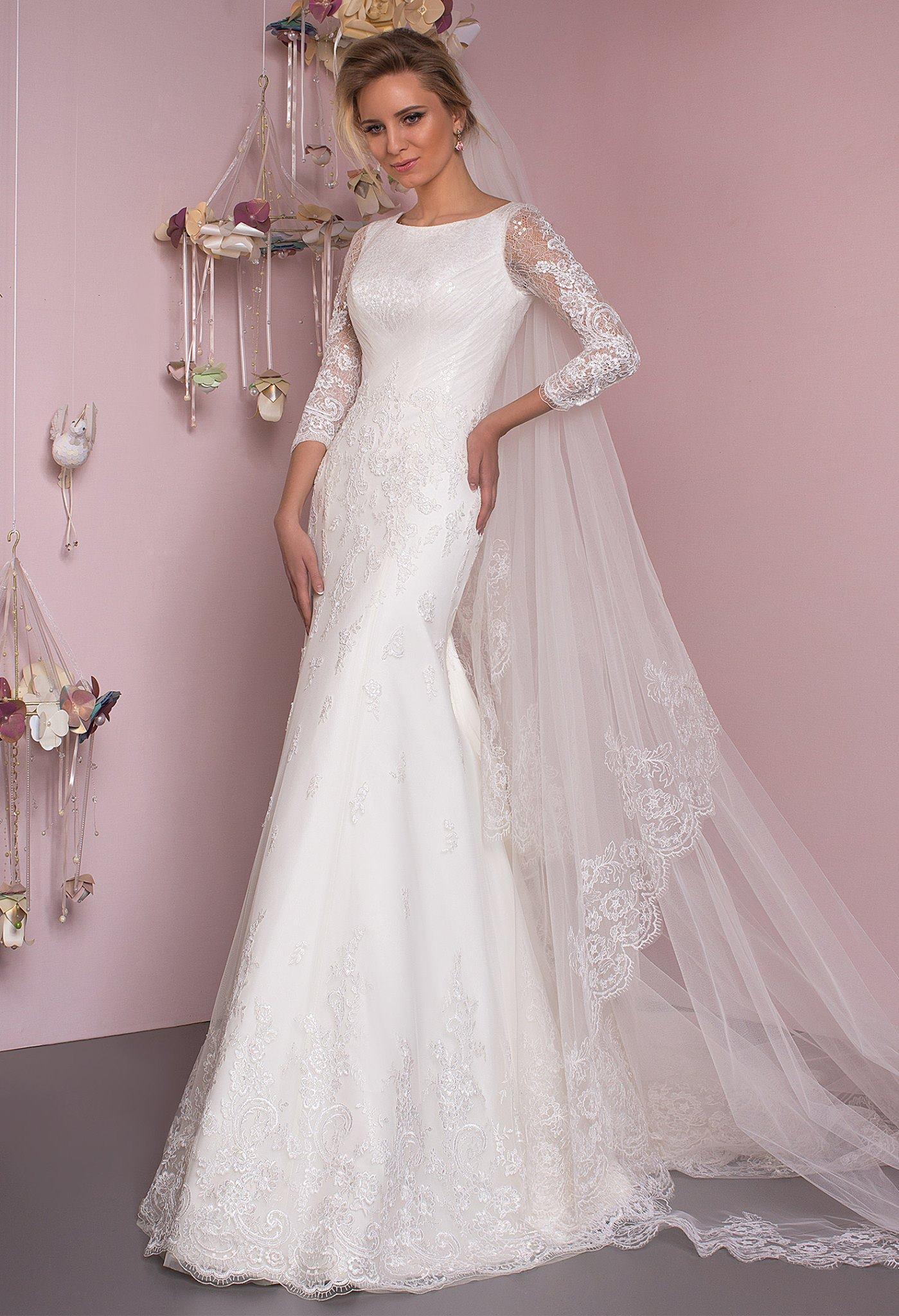 Wedding dress $400, size 6