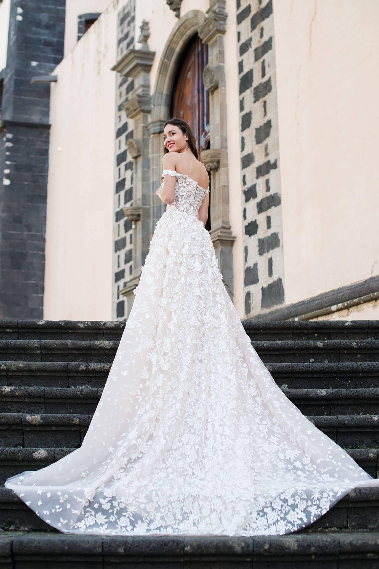 Wedding dress $800, size 8