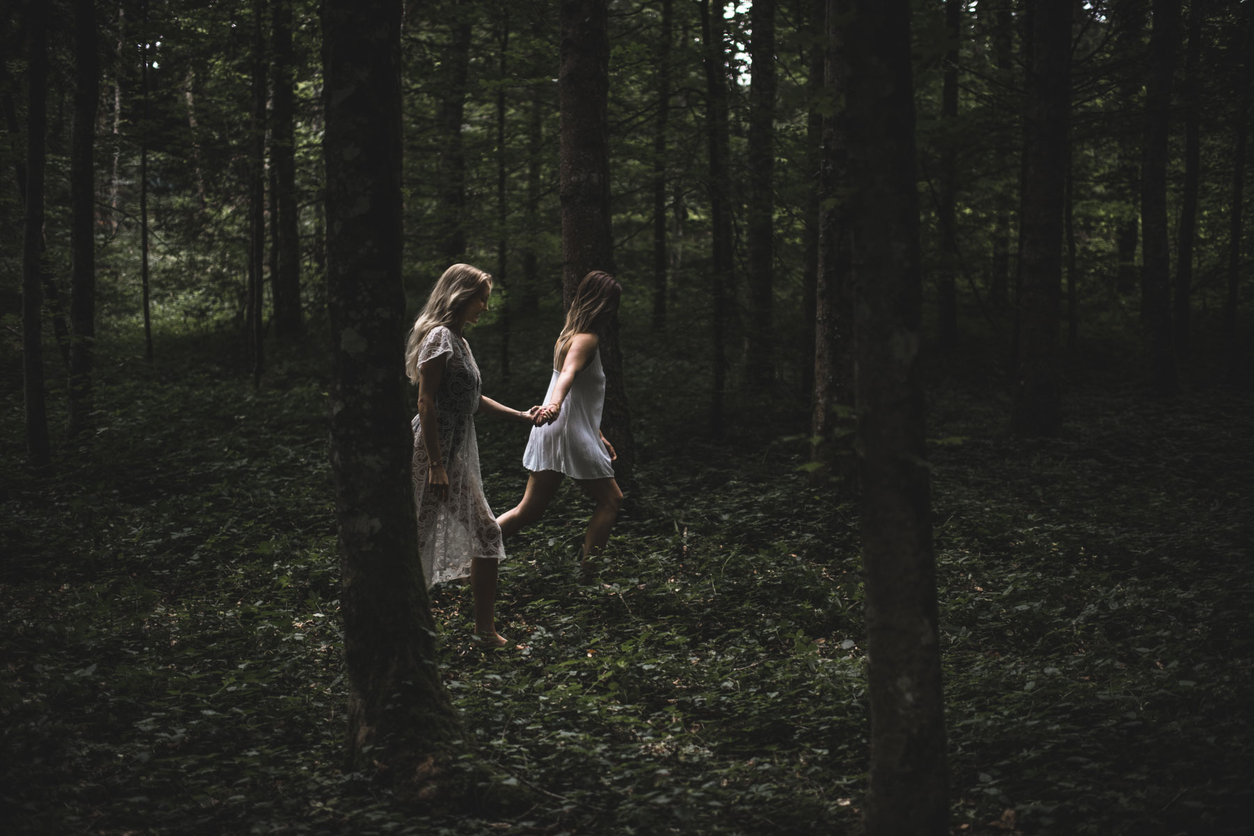 sisters_in_the_woods_03.jpg