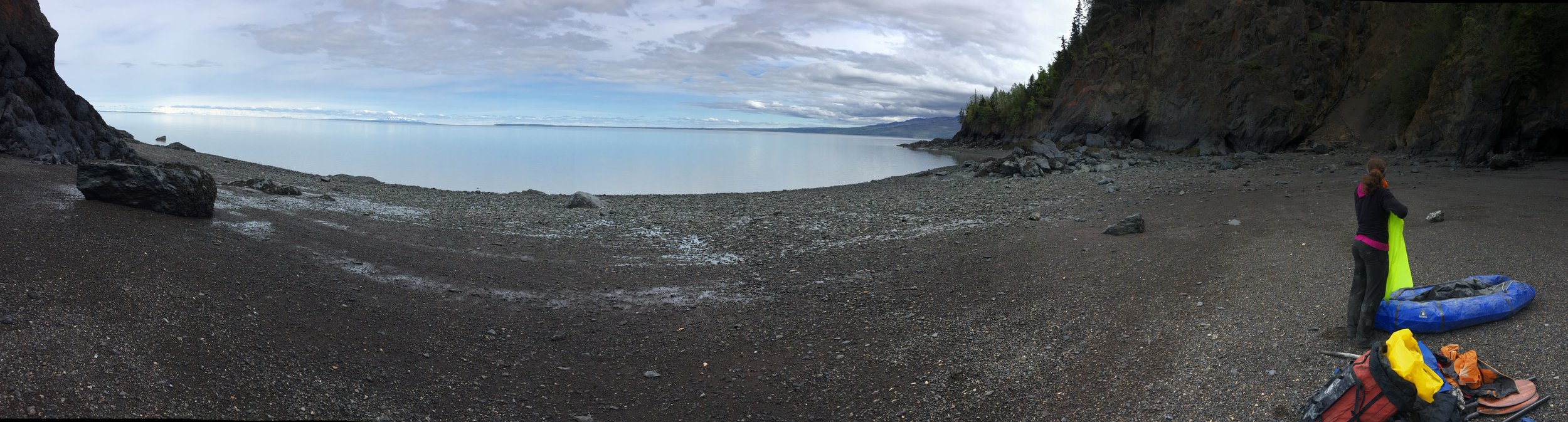 We walked the beach of Turnagain Arm for about a mile toward Hope while waiting for the tide to switch from ebb to flood. We launched the boats right at low slack tide (Fire Island -1.3 ft), which happened about one hour later than the predicted low tide at Fire Island