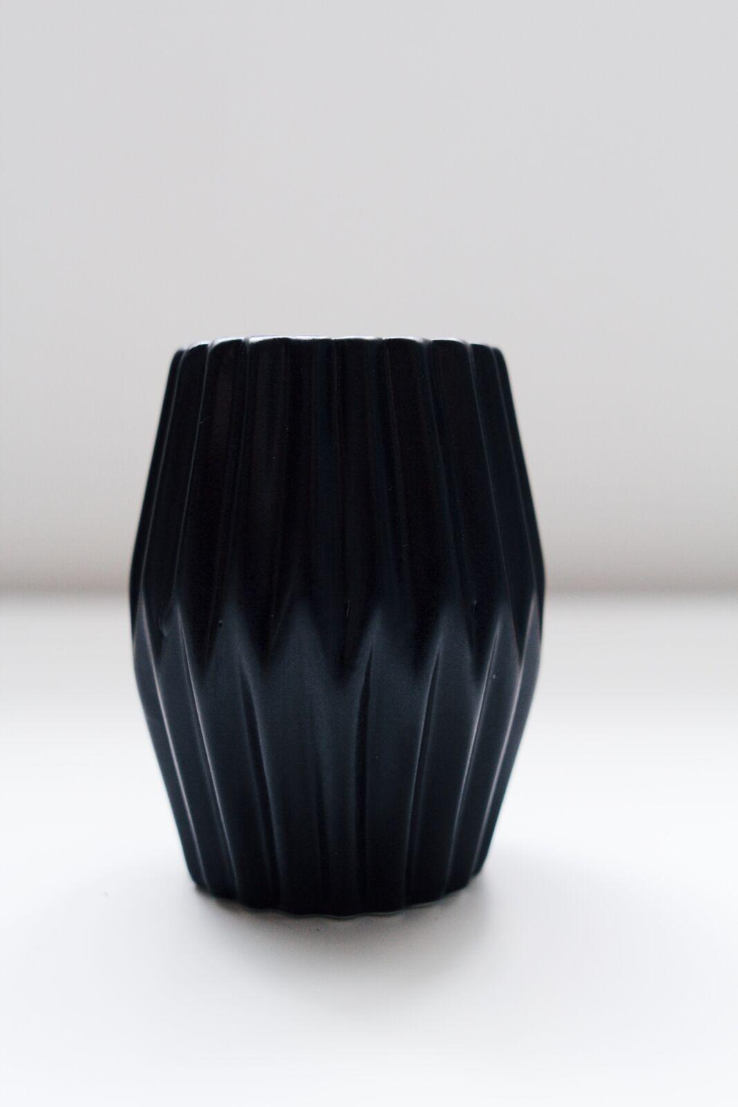 avideas-inventory-vessels-blackmatteporcelain-MED2_preview.jpeg