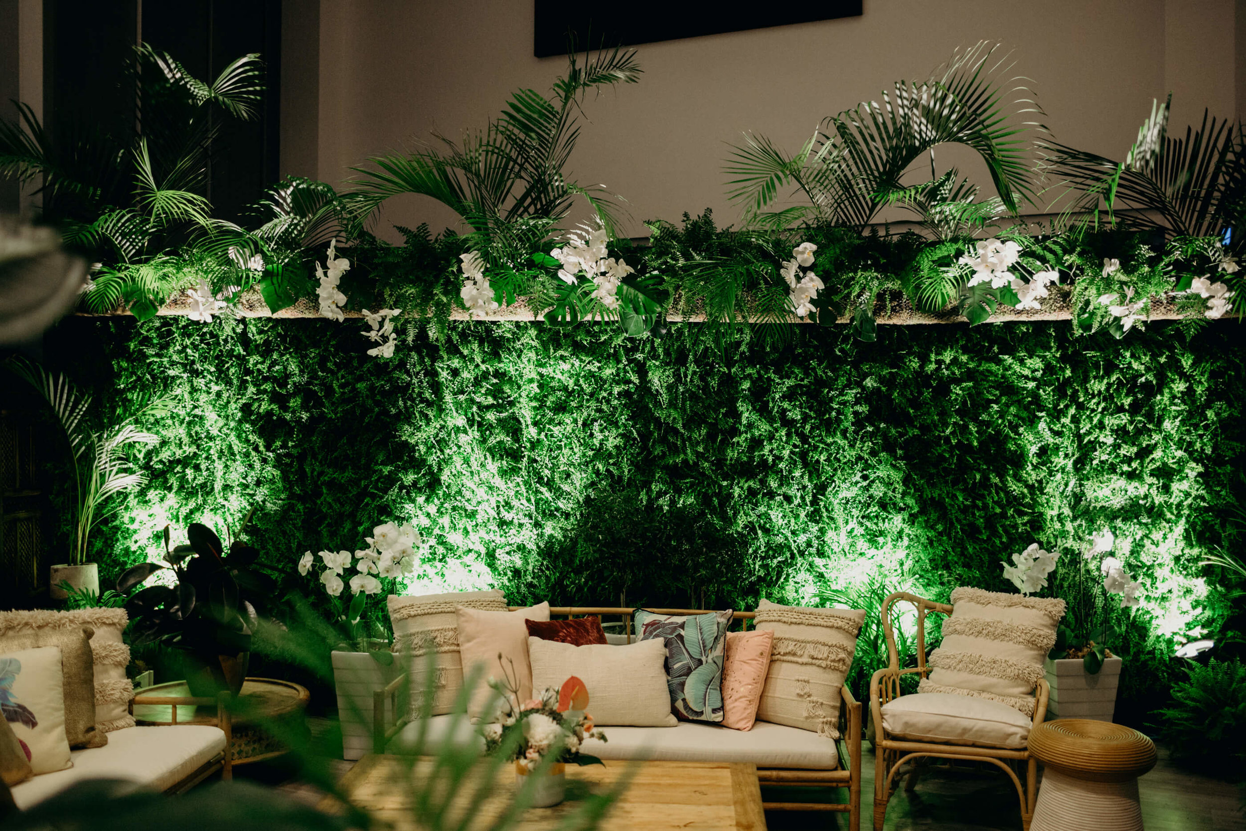 reception_lounge_green_wall[1].jpg