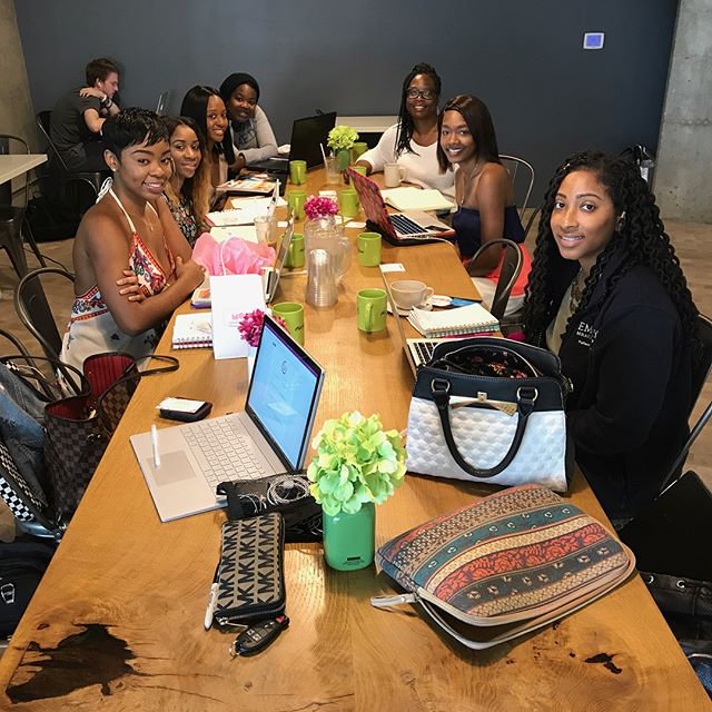 Today brought me so much joy to connect with these stellar women! Coworking, goals, strategies, and women simply supporting and helping each other as we all work on soaring in our businesses. Our business besties in Chicago (@queensviewcreates), Grand Rapids (@empirelifemag), and LA (@janeellaprods) #LattesLaptops event was a huge success too! 💕