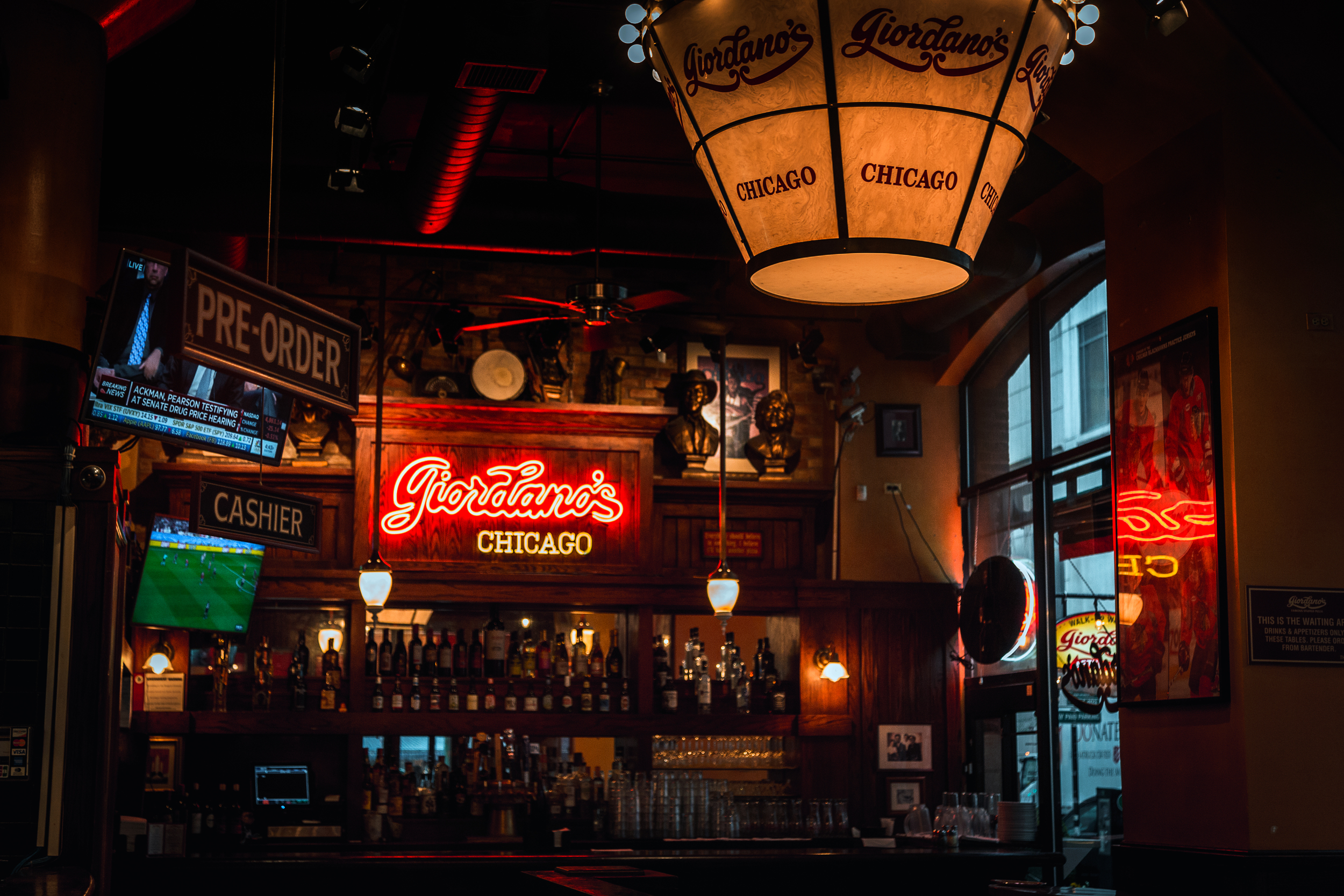 Giordano's Deep Dish Pizza - Chicago Travel Guide