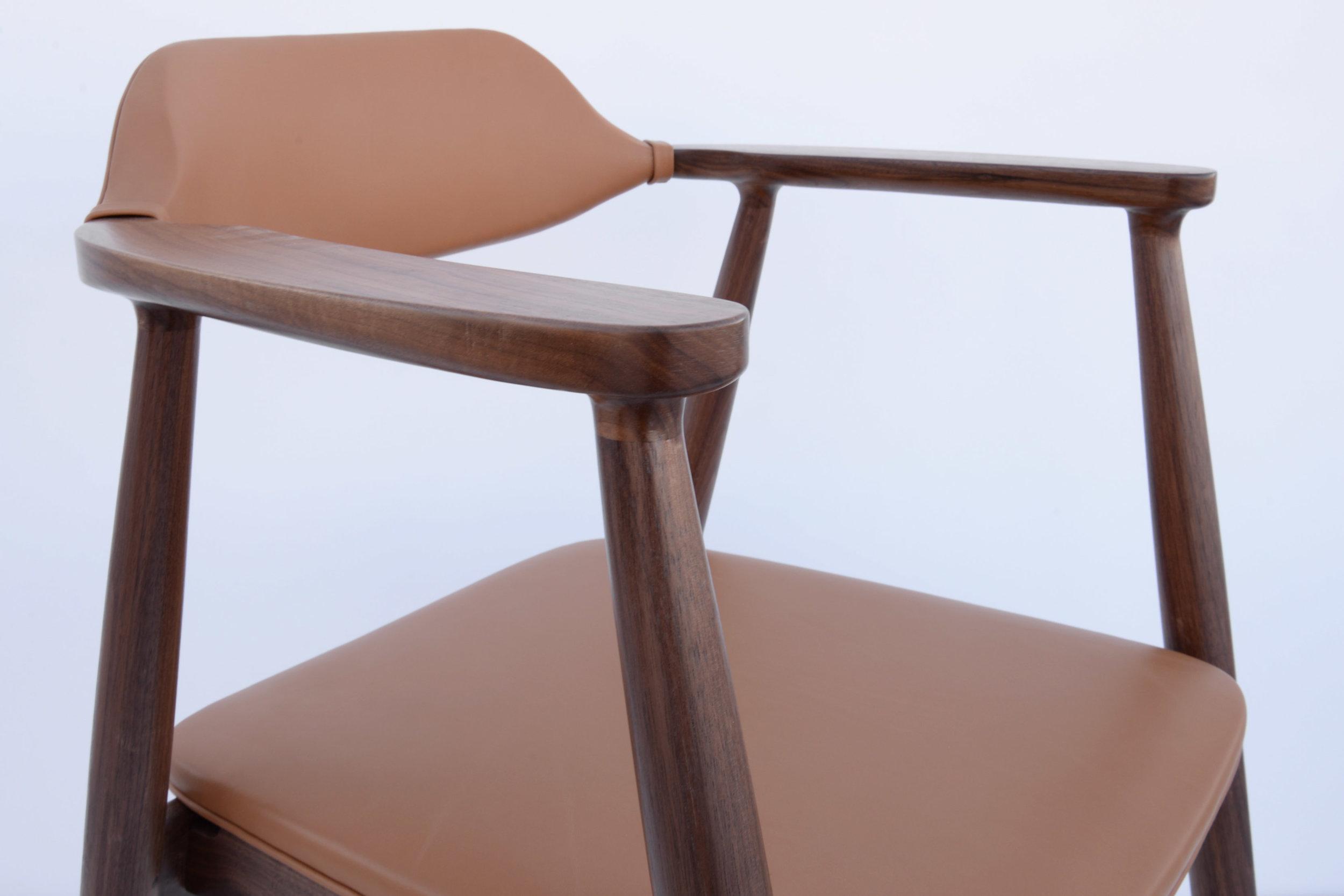 armchair up ungle.jpg