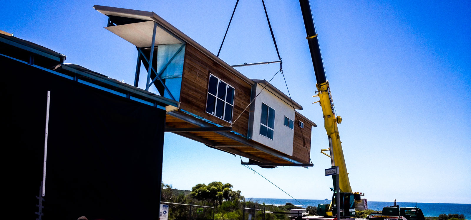 delivery-of-prefab-housing.jpg