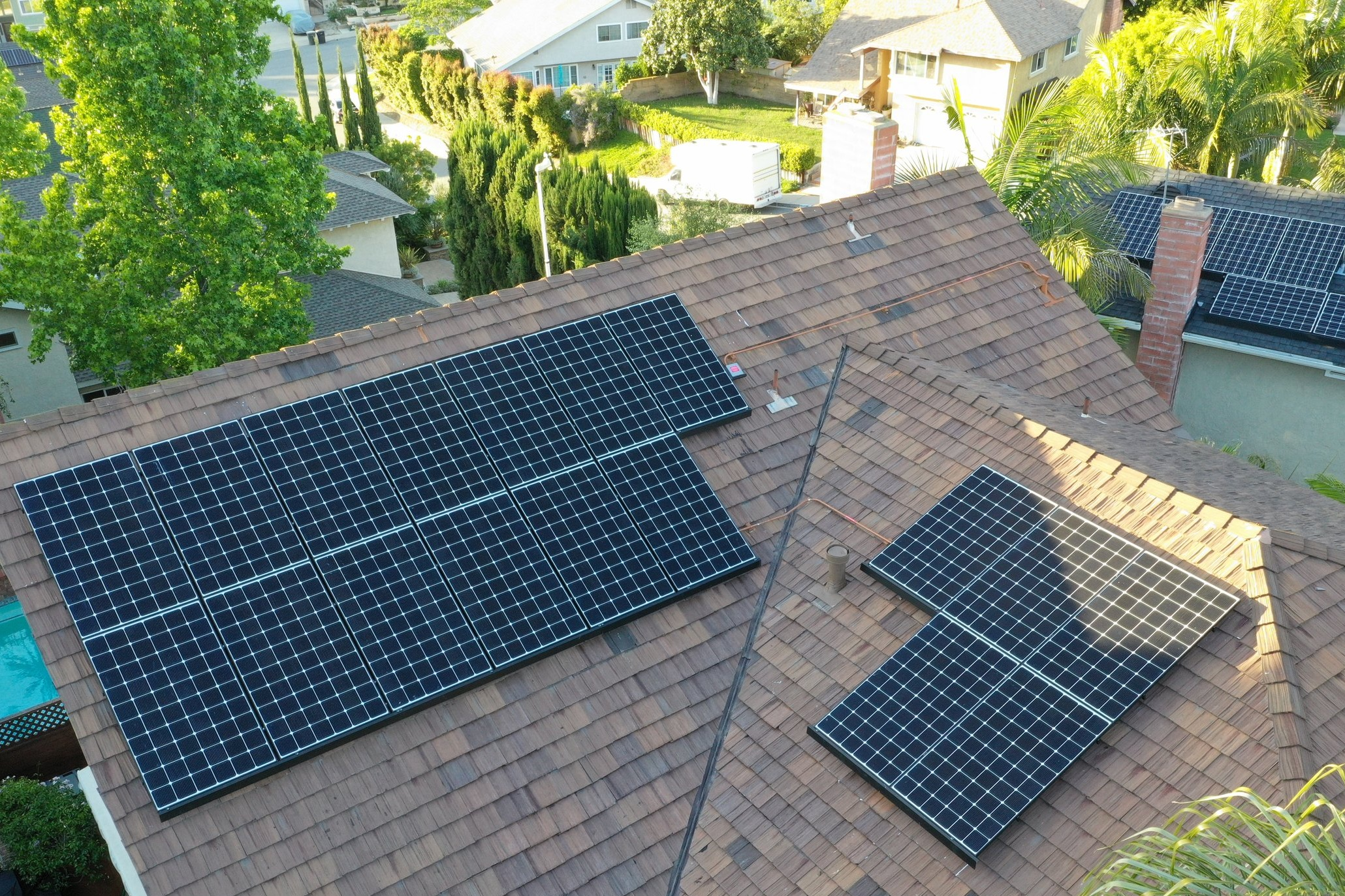 LAGUNA HILLS, CA - 17 high efficiency PV modules total to 6.0 kWDC located in Laguna Hills. This system was commissioned in 2019 and is expected to save the Homeowner almost $100,000 in electricity bills over the next 25 years.