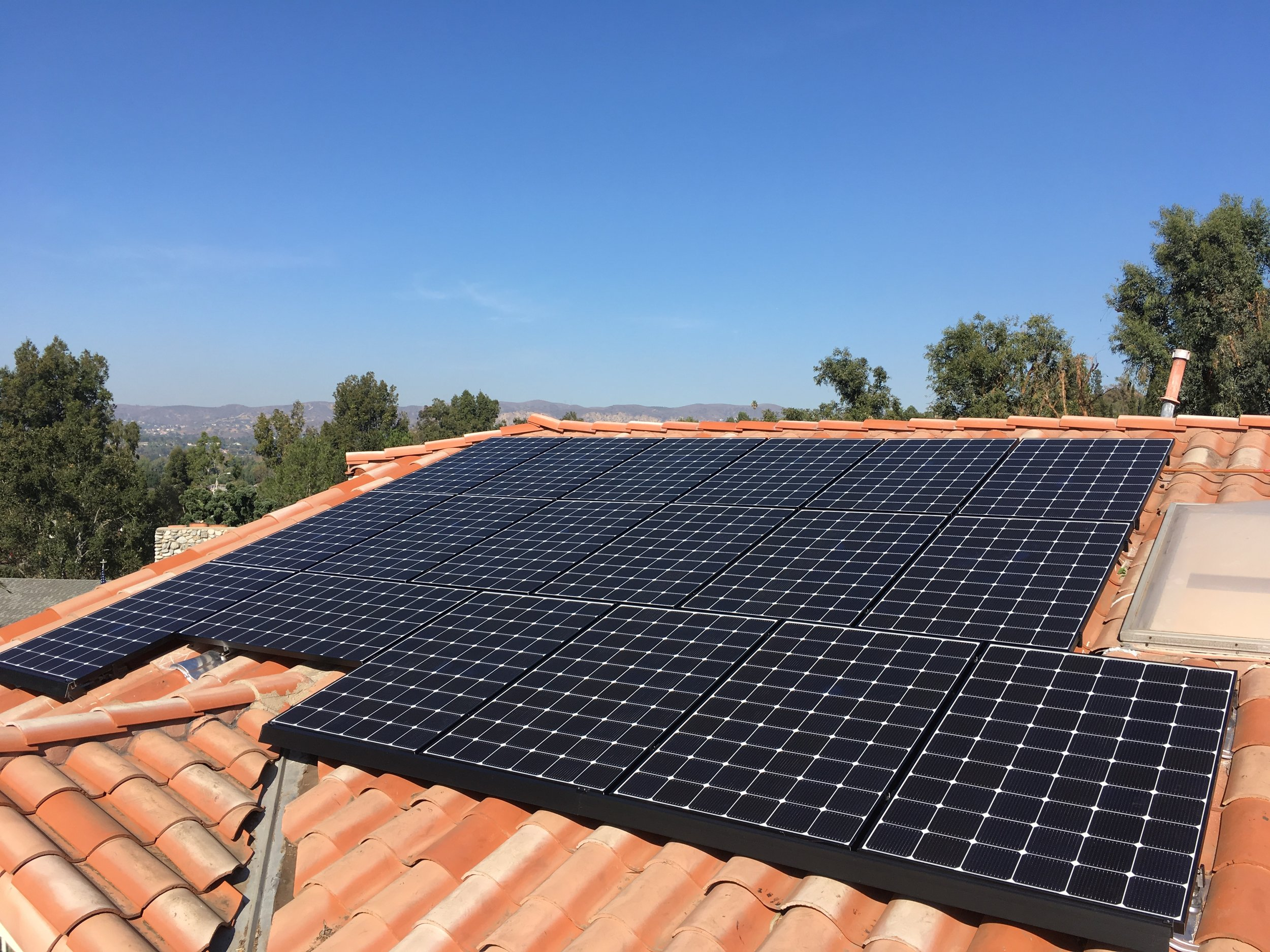 ANAHEIM HILLS, CA - 33 high efficiency PV modules total to 11.0 kWDC located in Anaheim Hills. This system was commissioned in 2018 and is expected to save the Homeowner over $100,000 in electricity bills over the next 25 years.