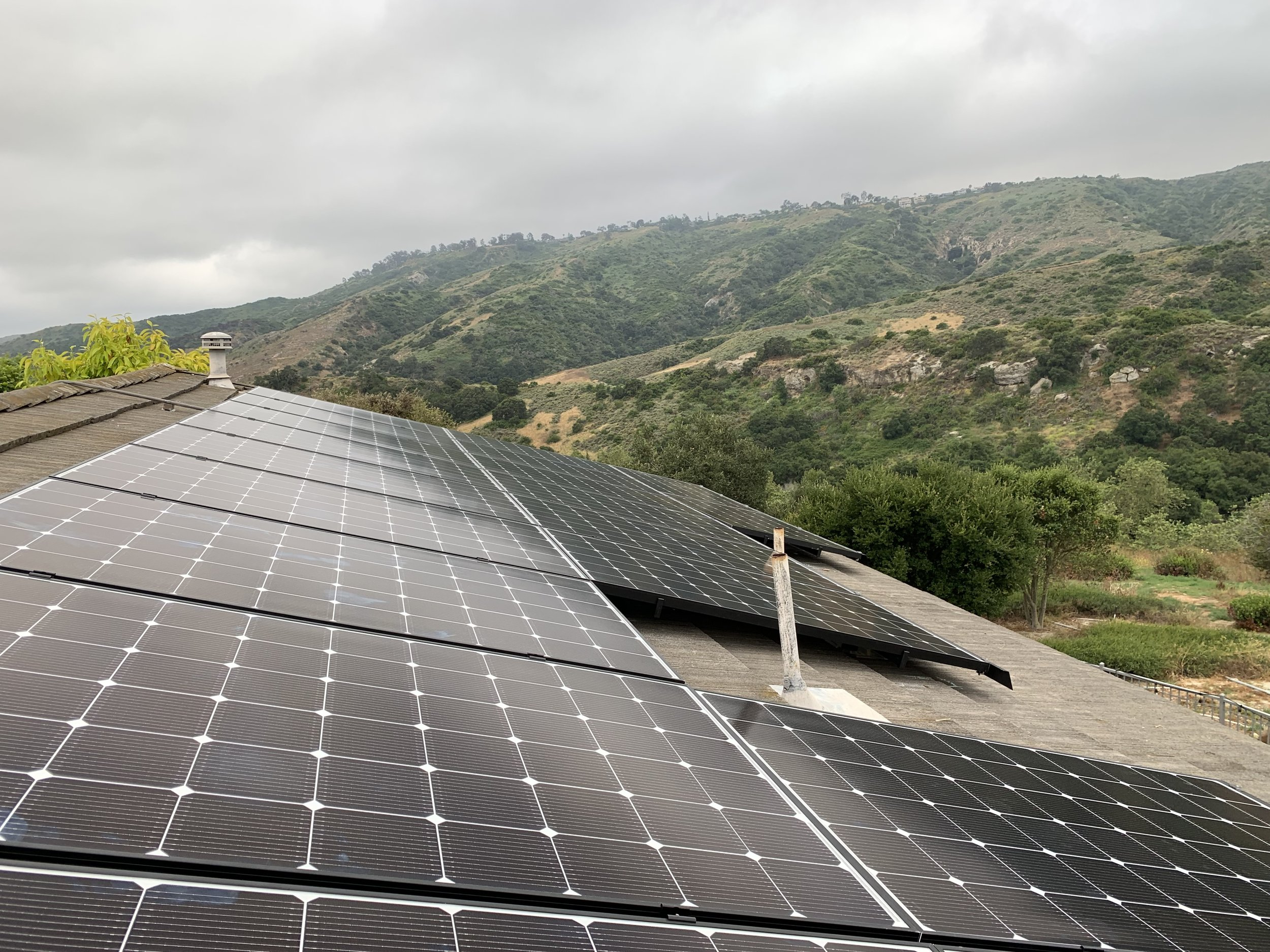 ALISO VIEJO, CA - 34 high efficiency PV modules total to 11.4 kWDC located in Aliso Viejo. This system was commissioned in 2019 and is expected to save the Homeowner over $100,000 in electricity bills over the next 25 years.