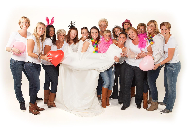 vrijgezellen fotoshoot feest in de fotostudio bij familieshoot