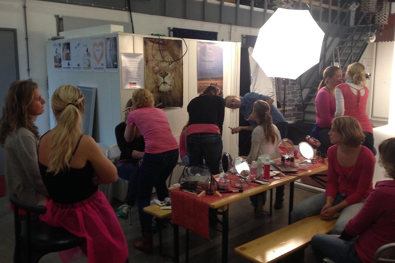 vrijgezellendag fotoshoot workshop visagie bij familieshoot