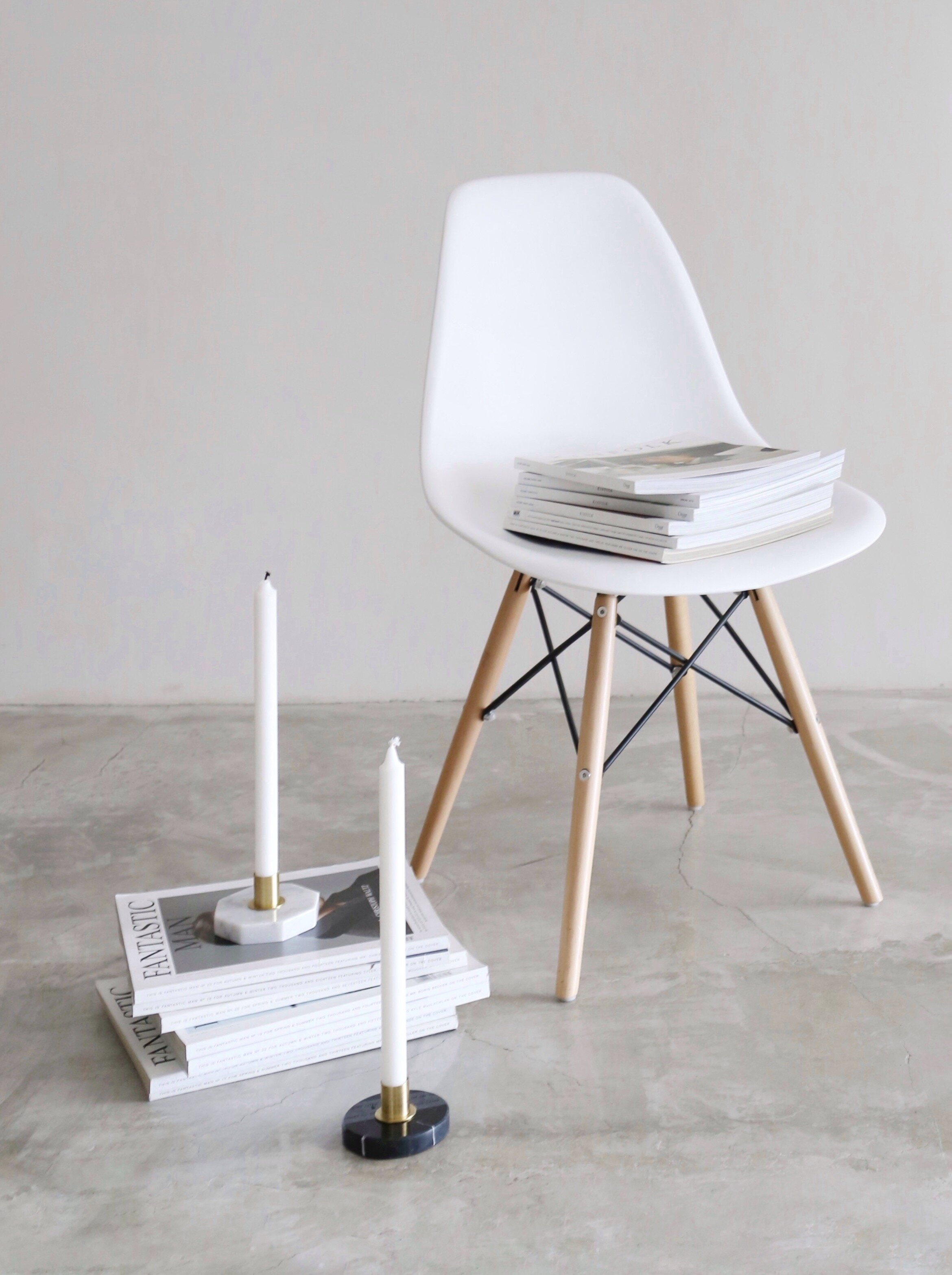 KILAU   Marble base with brass hardware candle holder  -   SIZE   10cm(D) x 5cm(H)  -   MARBLE OPTIONS   Carrara, Nero Marquina, Royal Green  -   PRICE   Rp. 350.000 + candle stick included