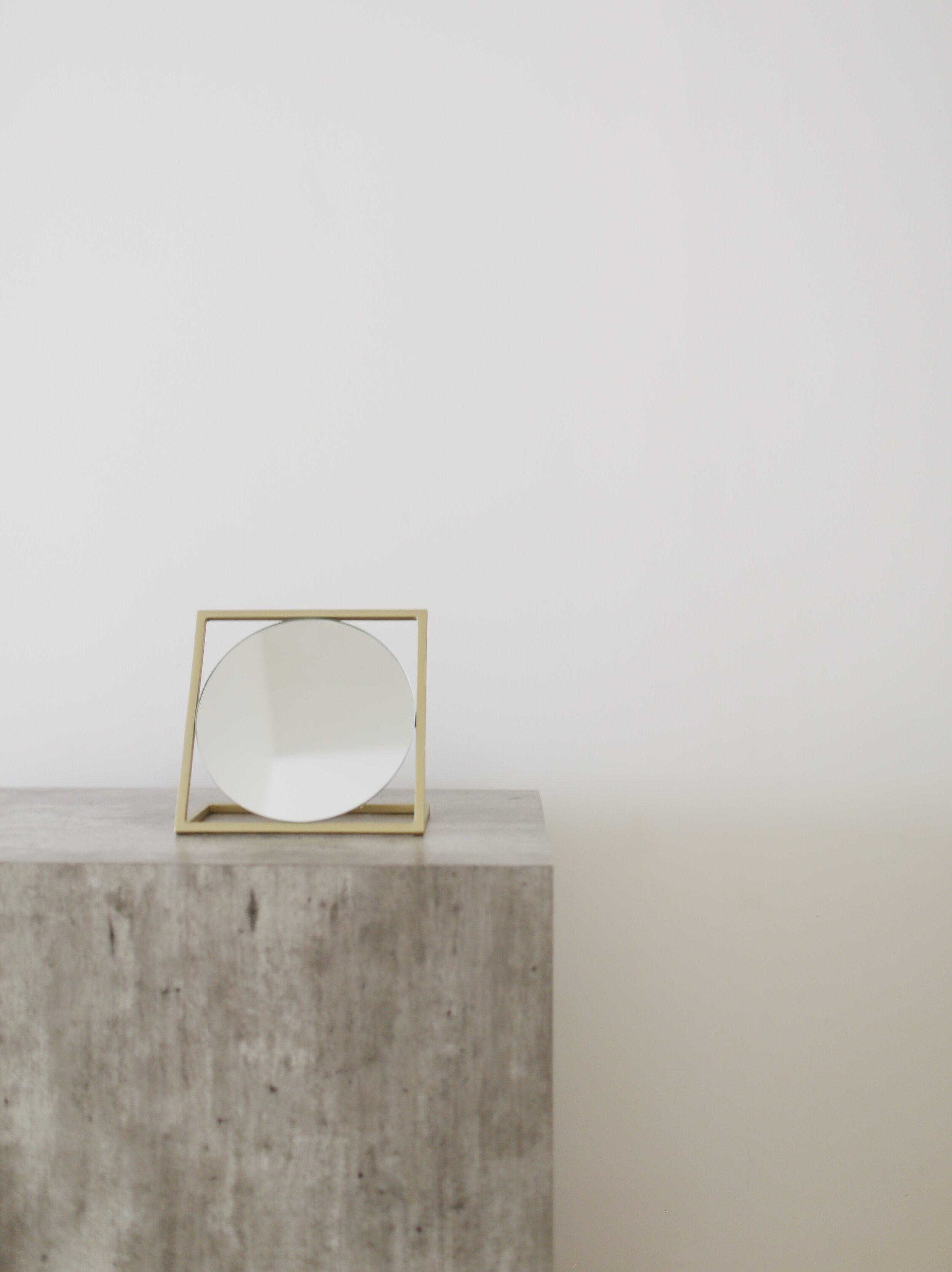 CERMIN   Brass colour finish steel mirror  -   MIRROR DIAMETER   20cm(D)  -   PRICE   Rp. 750.000