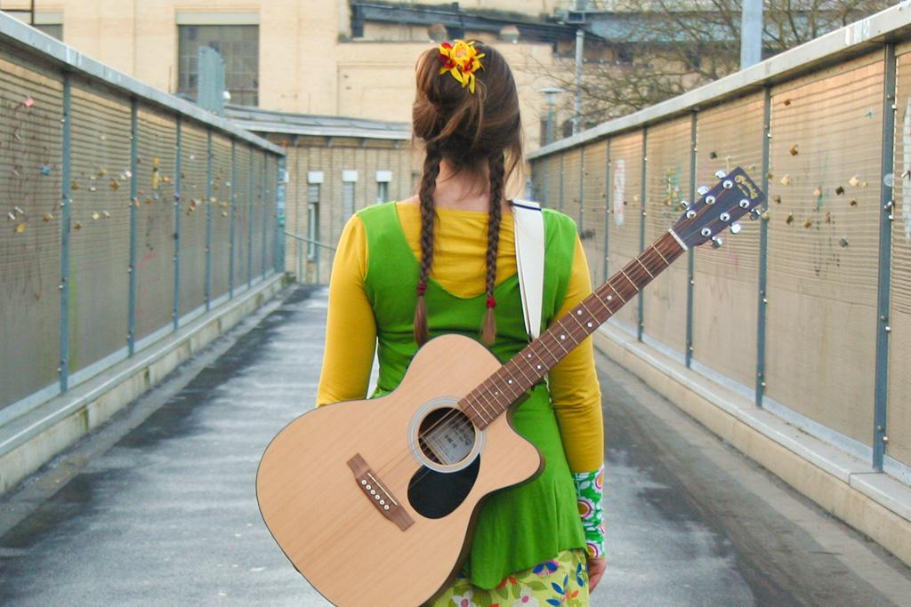 irene_mazza_singer-songwriterin