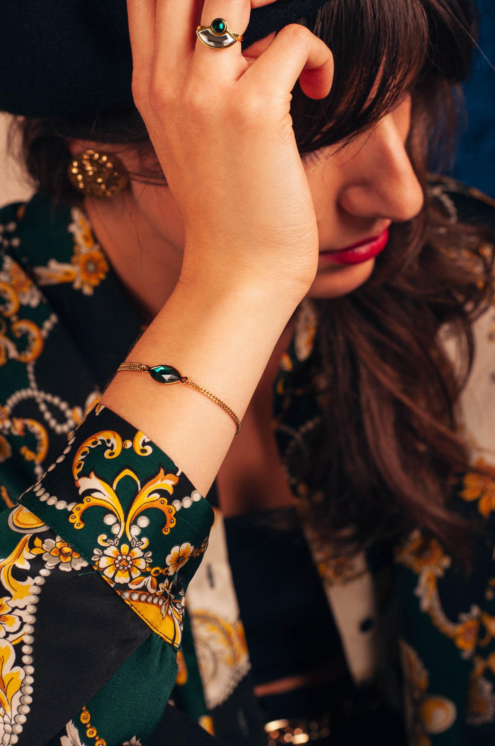 Lookbook_lestatillonnes_0012_Karen_bracelet_emeraude.jpg