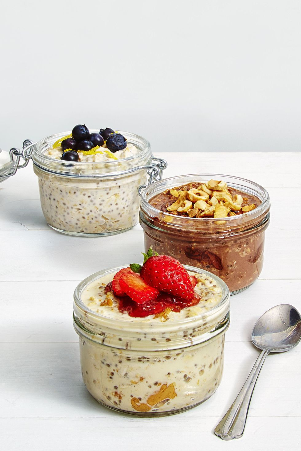 gallery-1475873146-ghk090116yk-overnight-oats.jpg