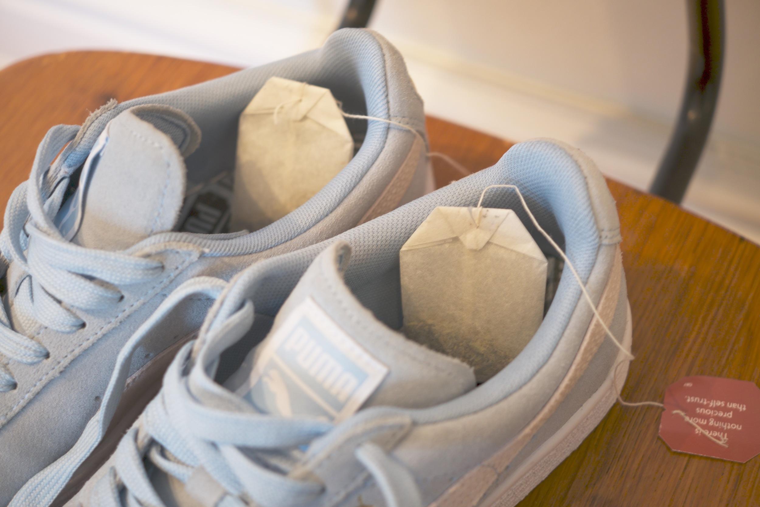Sådan Earl Grey'er du lugten ud af dine sneakers — Trendsales
