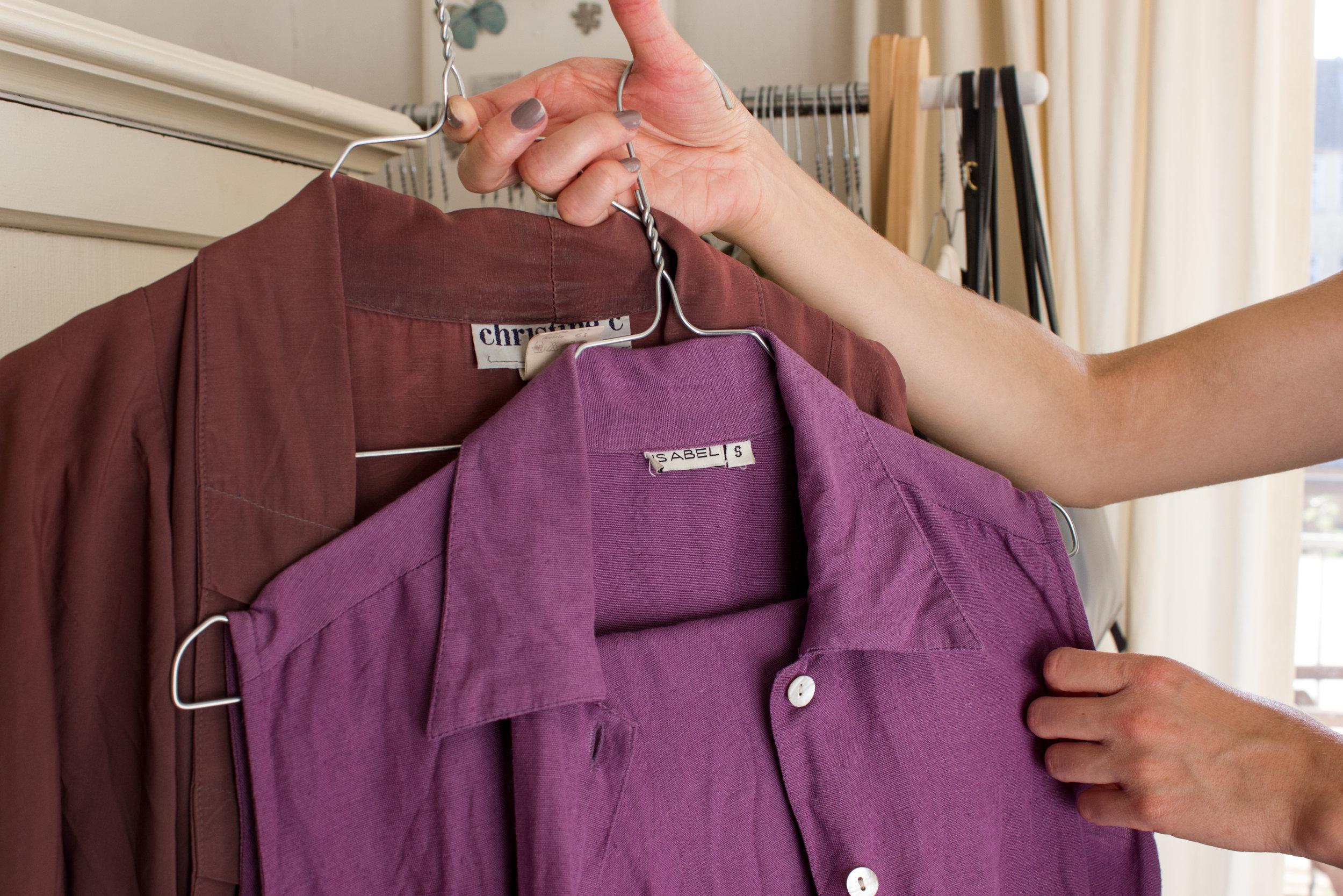 """Louise har lige været igennem en """"lilla-periode"""", som hun selv beskriver det, hvor hendes outfits blev holdt i violette toner."""