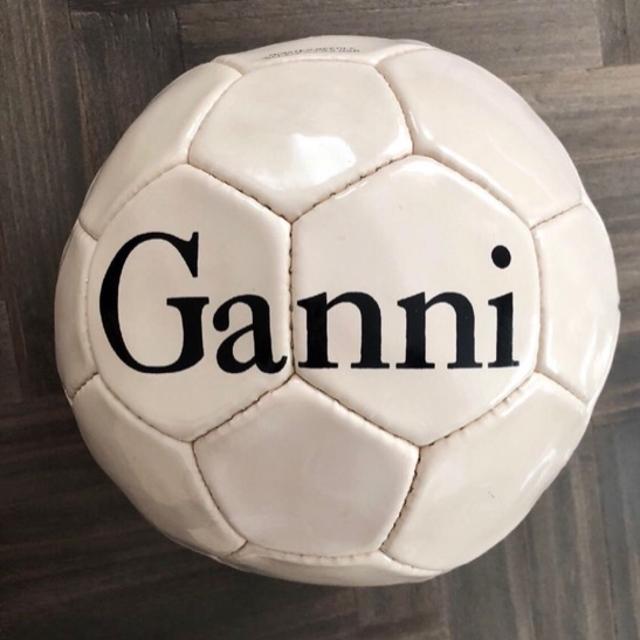 Ganni Fodbold.jpg