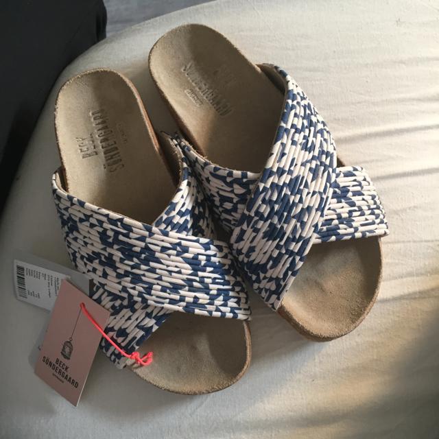 blå og hvid sandal.jpeg