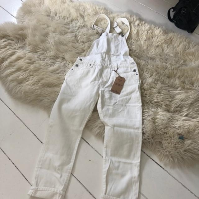 Hvid buksedragt.jpeg