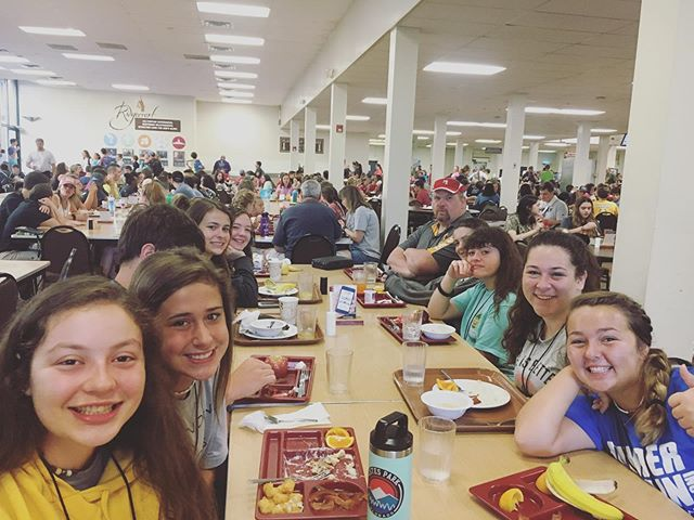 🥞🍎Fueling up and ready for an exciting day of worship, Bible study, fun, and building relationships! 🙌🏻😊❤️ @fugecamps #journeystudents #fbcbremen #discipleship #fugecamps #growdeeper #lovestronger #restored #startyourjourneytoday #mfuge #itsgonnabeagreatday @fugercc_emcee