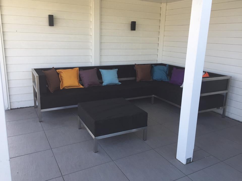 OUTLET Shelter SET Bank XL + Bank L + hocker L Normaal 9100,- NU showroom model set 3250,- Showroom set, zelf te reinigen (foto is voorbeeld)