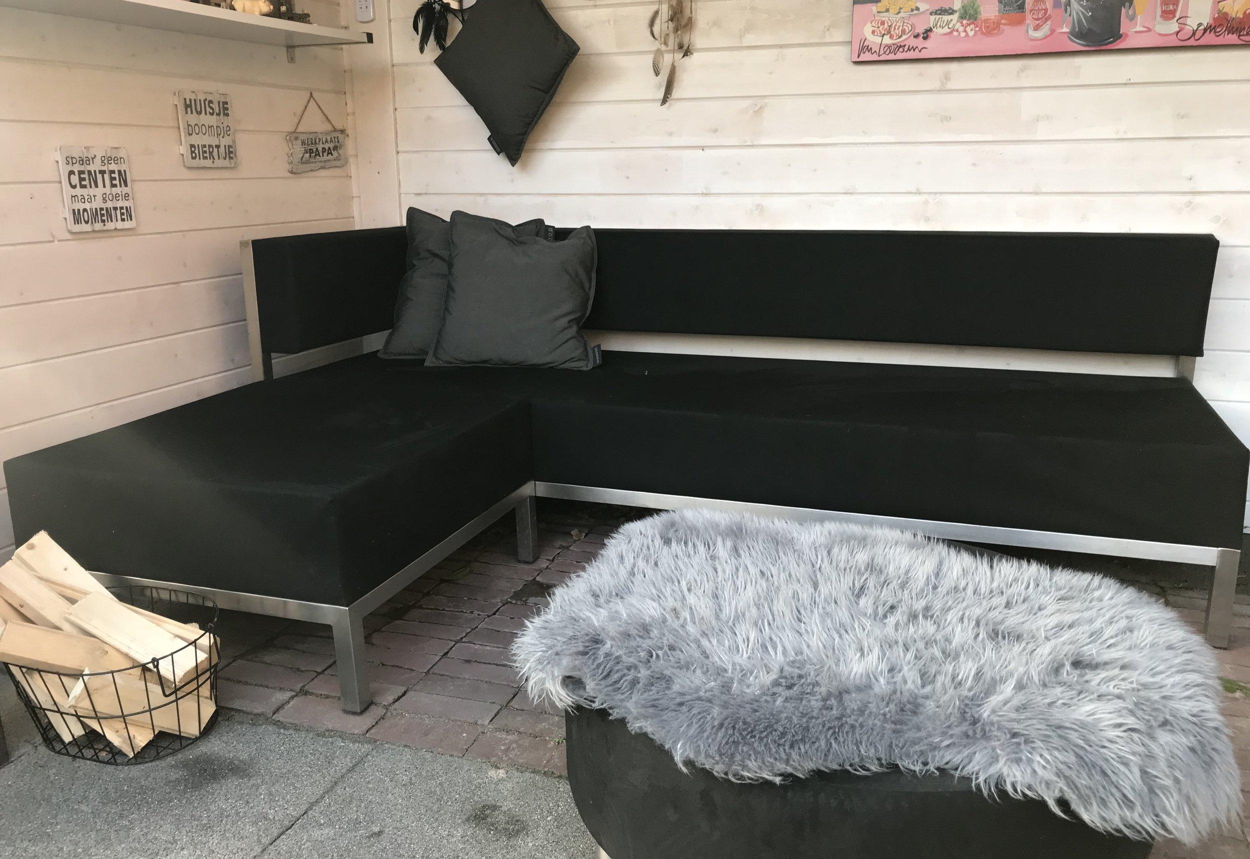 OUTLET - Shelter Bank 1 arml.+ hocker Normaal 5050,- NU showroom model combi 1995,- Showroom set, zelf te reinigen (foto is voorbeeld)