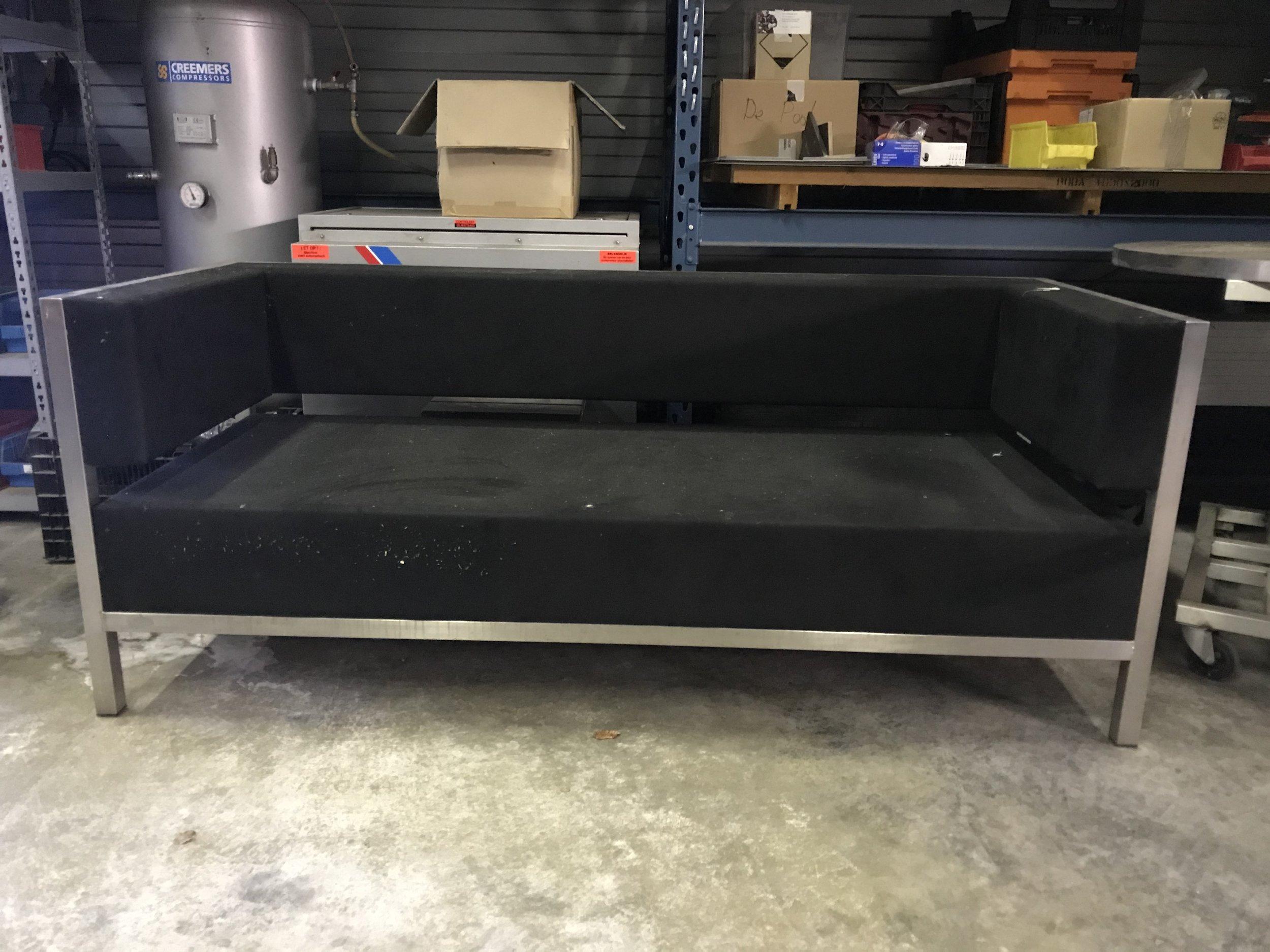OUTLET Shelter Bank L 200  Normaal 4050 ,- NU showroom model 1620,- Showroom model,zelf te reinigen (foto is voorbeeld)