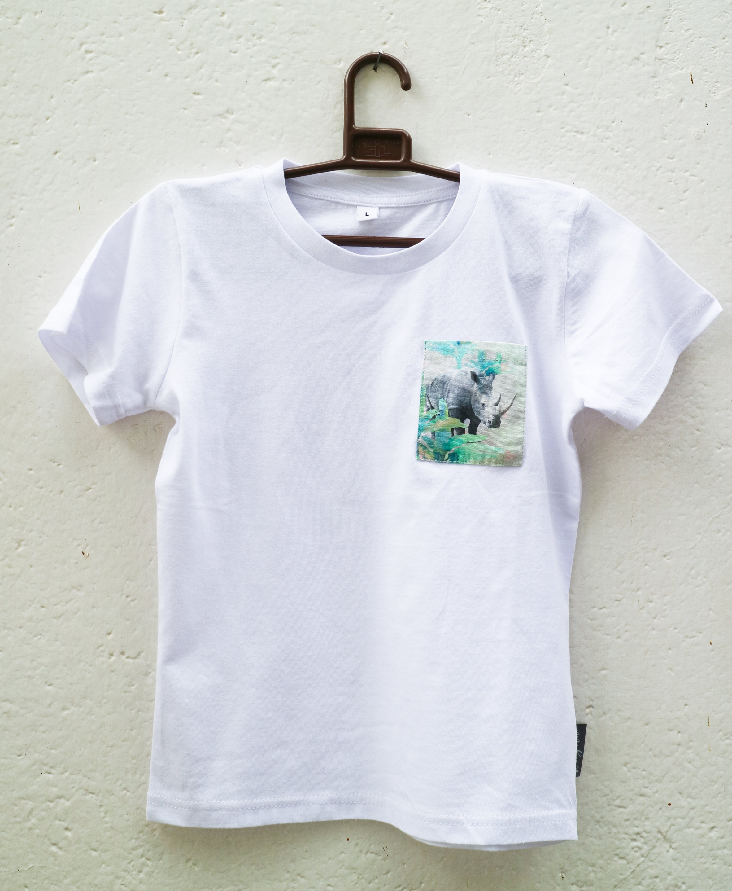 White T with Holiday Rhino