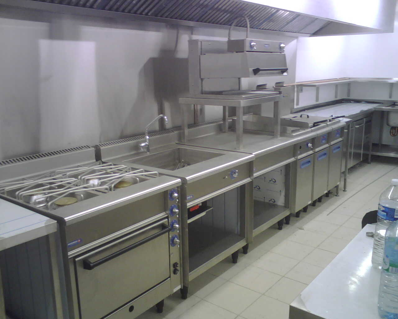 St Tropez Kitchen 3.jpg