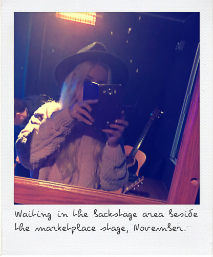 emzae-xmas-lights-backstage