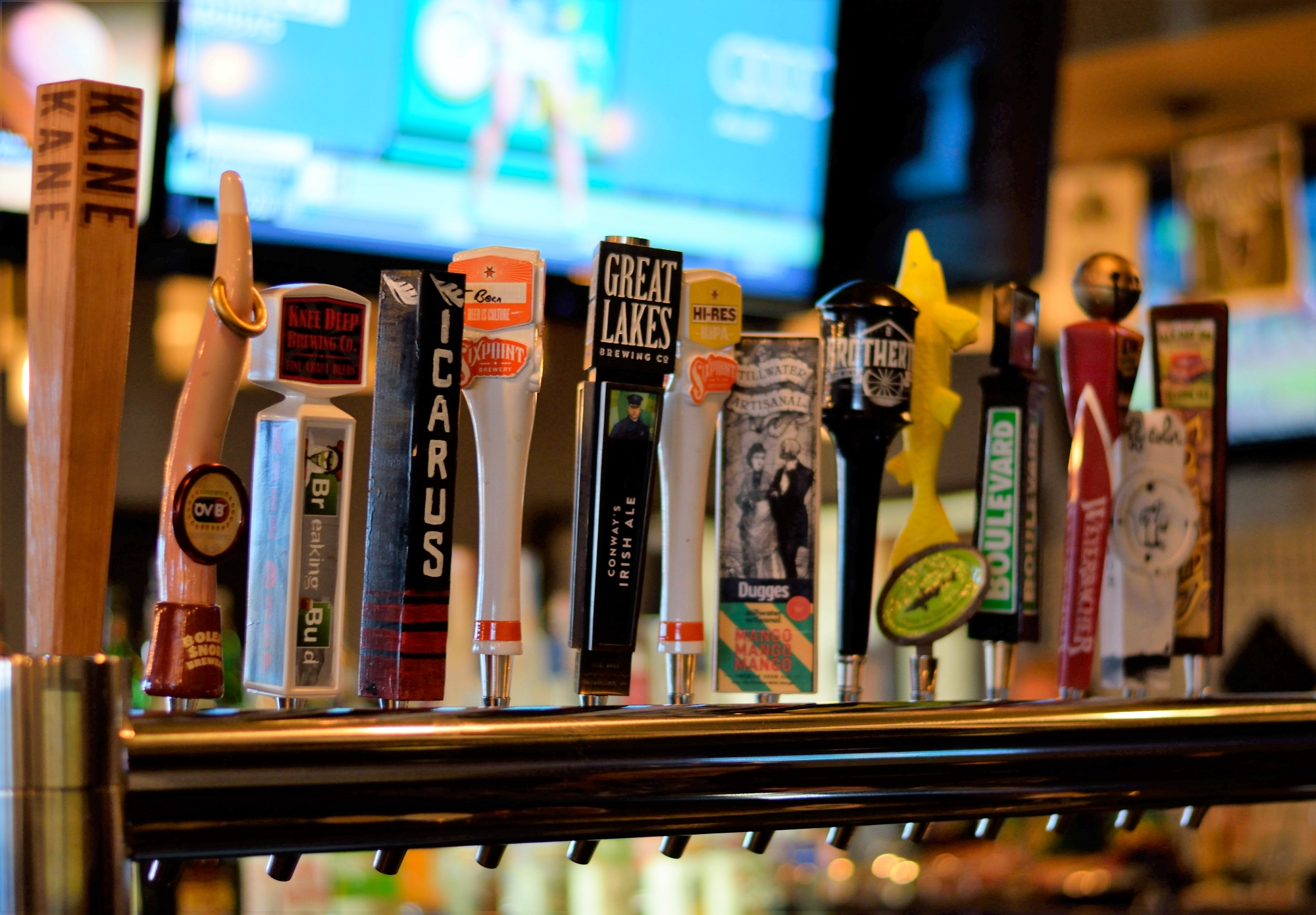So many great beers on tap here... local and non-local choices abound!