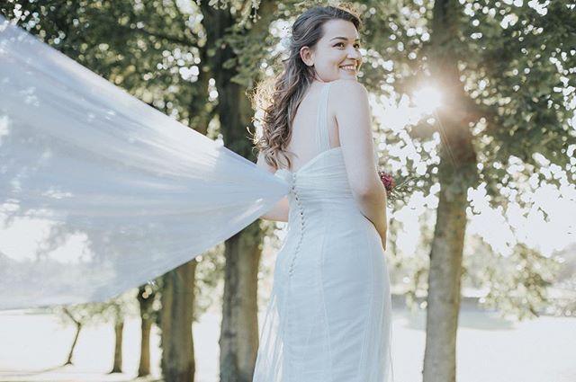 Throwback to one of my warmer summer weddings... That dress 👌🏼 #weddingdress #veil #weddingphotography #weddingphotographer #summerwedding #sunshine #lighting #lookslikefilm #wedding #weddinginspiration #instawedding #instagood #photooftheday #photography #canonphotography #bride #bridesofinstagram