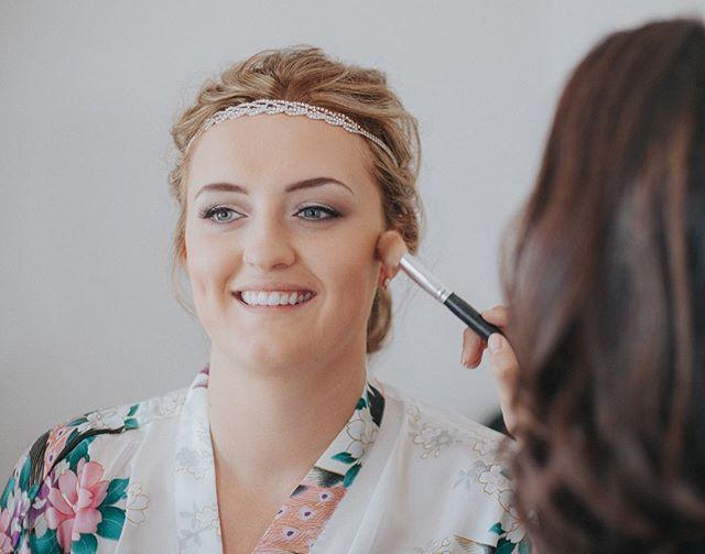 Finishing touches 👌🏼 #weddingphotography #weddingmakeup #weddingmakeuplook #weddingmakeupartist #makeupartist #bridalmakeup #wedding #weddinghair #bridesofinstagram #bride #bridalinspiration #brides #bridallook #photography #canon #canonphotography #lookslikefilm