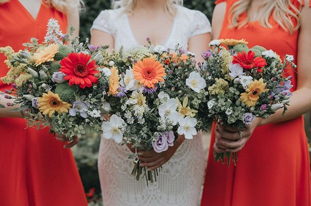 Brightening up this cold and cloudy day with a throw back to the summer... 💐🌸🌺🌼🌷 #summerwedding #weddings #weddingday #weddingflowers #bouquetoftheday #weddingphotos #weddingfun #instawedding #instagood #canon #summer #throwback #photography #weddingphotographer